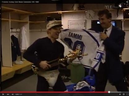 Jukka Tammi rockar loss till Den glider in inför YLE:s kameror och hela finska folkets ögon. (Tammi spelade inte en minut under VM-95)